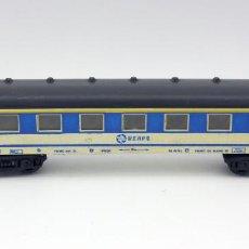 Trenes Escala: VAGON PASAJEROS RENFE - PAYA - MADE IN SPAIN - ESCALA H0 - COLOR BLANCO Y AZUL. Lote 115573331