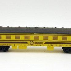 Trenes Escala: VAGON PASAJEROS RENFE PRIMERA CLASE - PAYA - MADE IN SPAIN - ESCALA H0 - AMARILLO Y MARRON. Lote 115573523