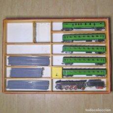 Trenes Escala: CAJA TREN PAYÁ H0 LOCOMOTORA VAPOR CON TENDER + 5 VAGONES DE CORREOS + VIAS, CHAPA, AÑOS 50. Lote 142348790