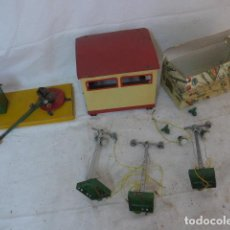 Trenes Escala: ANTIGUO LOTE DE PAYA DE TREN, COCHERA + SEMAFOROS + EXTRAS. ORIGINAL. FERROCARRIL.. Lote 142883230