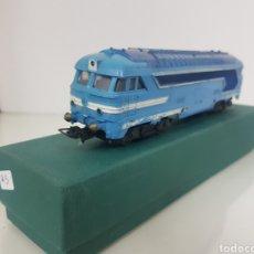 Trenes Escala: LOCOMOTORA 67000 DE LA SNCF FRANCESA AZUL ESCALA H0 CORRIENTE CONTINUA PAYA 19 CENTÍMETROS. Lote 149939709