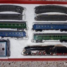 Trenes Escala: TREN PAYA HO COMPLETO PASAJEROS Y LOCOMOTORA VAPOR , TREN DE JUGUETE, TREN ANTIGUO, TREN PAYA. Lote 173935038