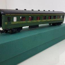 Trenes Escala: PAYA VAGÓN DE PASAJEROS TERCERA CLASE EN VERDE 25 CM CONTINUA. Lote 190831455