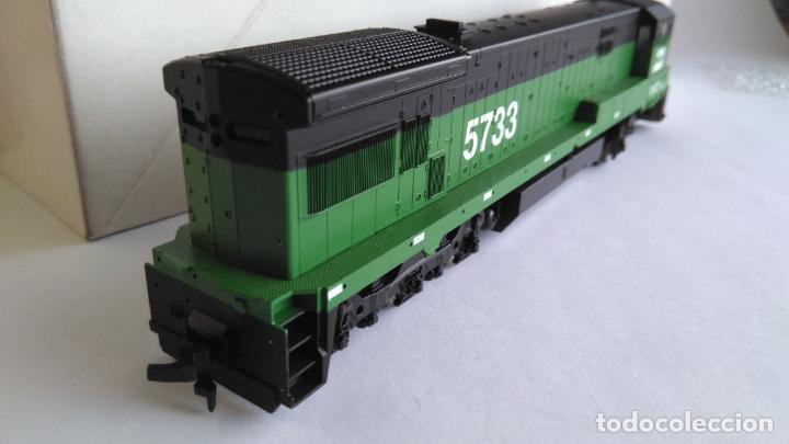 Trenes Escala: ATLAS RIVAROSSI LOCOMOTORA H0 DIESEL AMERICANA BURLINGTON NORTHERN ROAD #5733, REF U33C 8504 - Foto 4 - 145403014