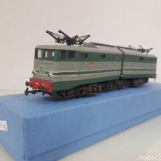 Trenes Escala: RÍO BAROSA LOCOMOTORA DE LA FS ITALIANA E646 127 CON DOBLE MOTOR. Lote 149941020