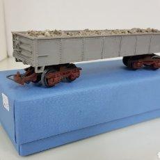 Trenes Escala: VAGÓN DE MERCANCÍAS RIVAROSSI ESCALA H0 CON GRAVA GRIS CORRIENTE CONTINUA DE 16 CM. Lote 177280298