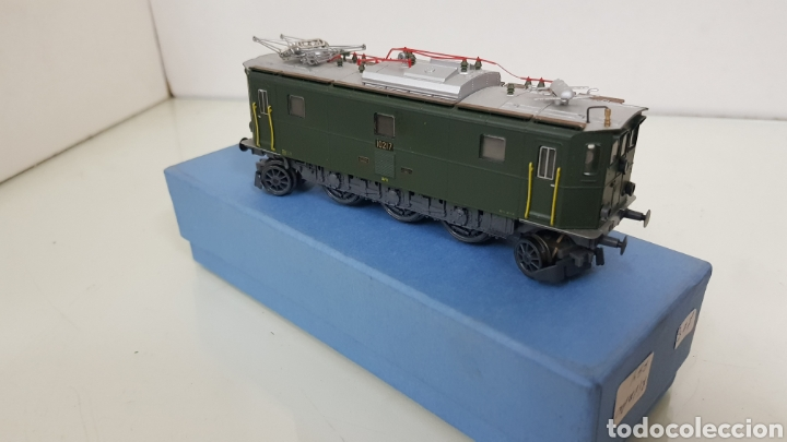 Trenes Escala: Locomotora rivarossi escala H0 corriente continua de 14 centímetros le faltan los muelles del pantóg - Foto 2 - 182981358