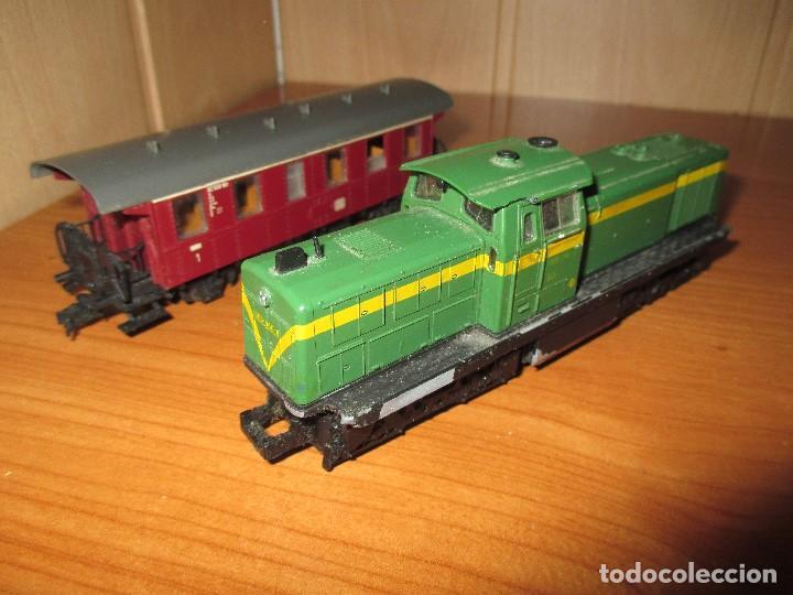 ROCO H0: VAGON + LOCOMOTORA RENFE - 305-040-8 (Juguetes - Trenes a Escala H0 - Roco H0)