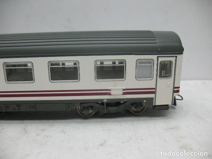 Trenes Escala: Roco - Coche de pasajeros Renfe 51 71 10-78 014-8 - Escala H0 - Foto 4 - 97759452