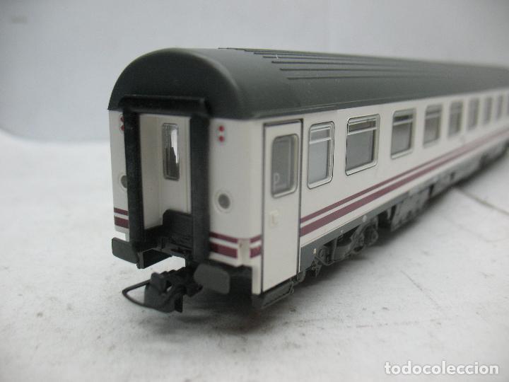 Trenes Escala: Roco - Coche de pasajeros Renfe 51 71 10-78 014-8 - Escala H0 - Foto 5 - 97759452