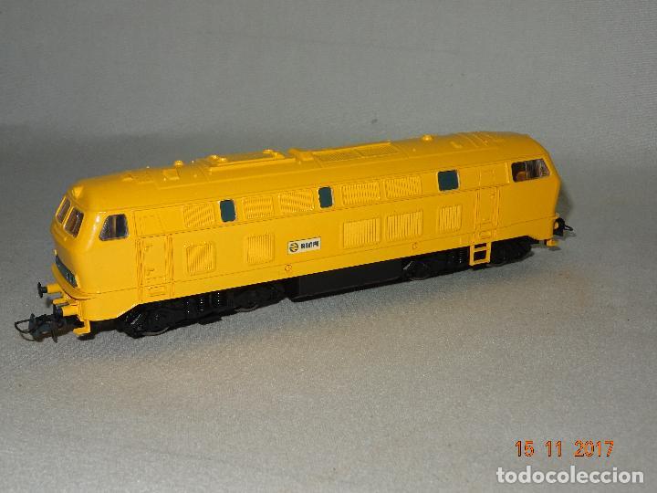 Trenes Escala: Locomotora Roco Escala H0 1/87 ref 63490 Locomotora Diesel BR 215 129-8 Amarilla de RENFE - Foto 5 - 103698559