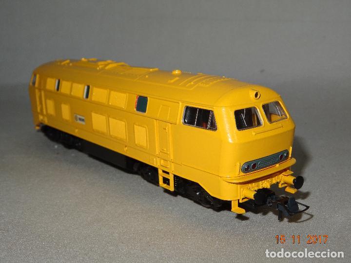 Trenes Escala: Locomotora Roco Escala H0 1/87 ref 63490 Locomotora Diesel BR 215 129-8 Amarilla de RENFE - Foto 6 - 103698559