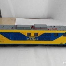 Trenes Escala: ANTIGUA LOCOMOTORA MARCA ROCO DE RENFE 250. Lote 121962987