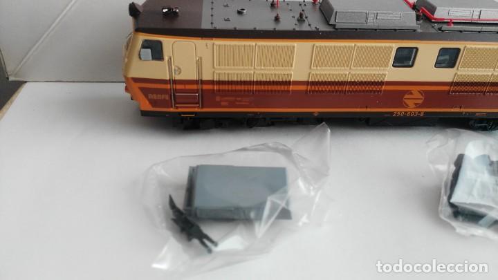 Trenes Escala: ANTIGUA LOCOMOTORA MARCA ROCO DE RENFE 62757 - Foto 6 - 121963335