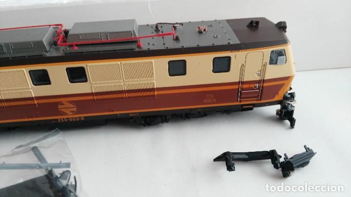 Trenes Escala: ANTIGUA LOCOMOTORA MARCA ROCO DE RENFE 62757 - Foto 11 - 121963335