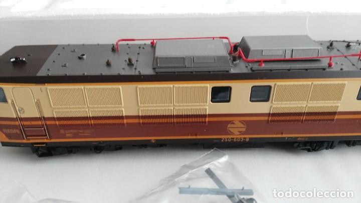Trenes Escala: ANTIGUA LOCOMOTORA MARCA ROCO DE RENFE 62757 - Foto 12 - 121963335