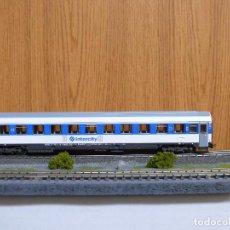 Trenes Escala: ROCO H0 COCHE DE VIAJEROS 2ª CLASE INTERCITY, SERIE B 11X - 10200, DE RENFE, REFª 44372 . Lote 122228463