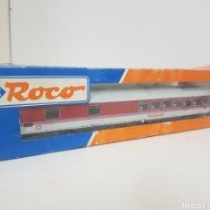 Trenes Escala: ROCO 44784 VAGÓN RESTAURANTE DEL DB ALEMANA BLANCO CON FRANJA ROJA ESCALA H0 CON PANTOGRAFO. Lote 133910609