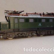Trenes Escala: LOCOMOTORA ELÉCTRICA ROCO H0 BR144. Lote 155636778