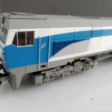 Trenes Escala: ANTIGUA LOCOMOTORA DE RENFE ROCO ESCALA H0 319-306-7. Lote 155681910
