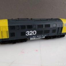 Trenes Escala: ANTIGUA LOCOMOTORA DE RENFE ROCO ESCALA H0 320 - 004-5. Lote 155682146