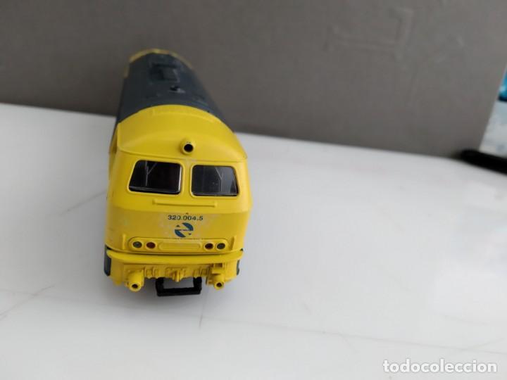 Trenes Escala: ANTIGUA LOCOMOTORA DE RENFE ROCO ESCALA H0 320 - 004-5 - Foto 3 - 155682146