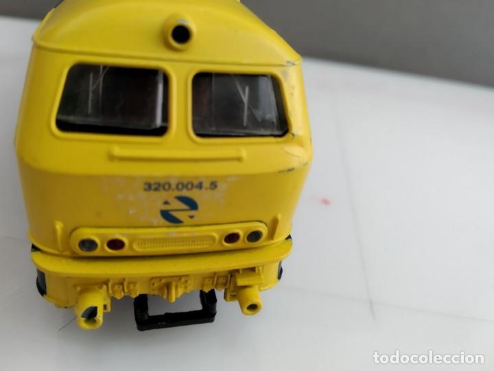 Trenes Escala: ANTIGUA LOCOMOTORA DE RENFE ROCO ESCALA H0 320 - 004-5 - Foto 8 - 155682146