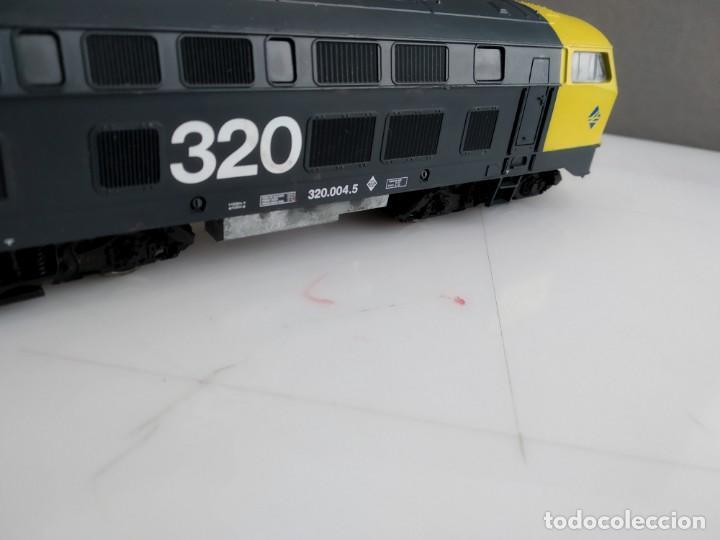 Trenes Escala: ANTIGUA LOCOMOTORA DE RENFE ROCO ESCALA H0 320 - 004-5 - Foto 10 - 155682146