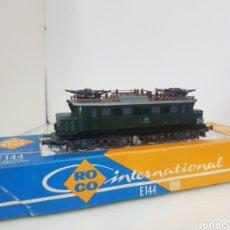 Trenes Escala: LOCOMOTORA ROCO H0 4131 DB ALEMÁN EN VERDE DE 18 CM. Lote 155926817