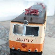 Trenes Escala: LOCOMOTORA ROCO SERIE 250 H0. Lote 175500504
