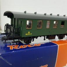 Trenes Escala: ROCO 44949 ESCALA H0 VAGÓN RENFE TERCERA CLASE VERDE DE 14 CM. Lote 178754788