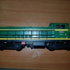 Trenes Escala: ROCO HO LOCOMOTORA RENFE 10706 DIGITAL. Lote 182816447