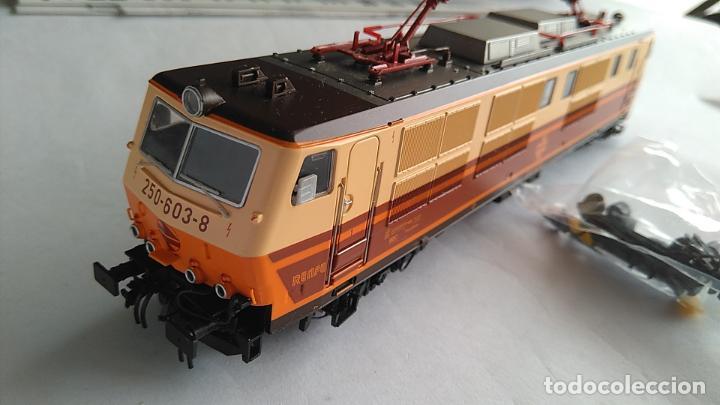 Trenes Escala: ROCO H0, LOCOMOTORA ELÉCTRICA RENFE 250-603.8,ESTRELLA, DIGITAL, EN CAJA.VÁLIDA IBERTREN,ETC - Foto 2 - 183606786