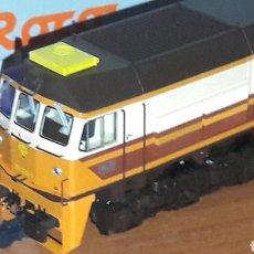 Trenes Escala: LOCOMOTORA ROCO H0 RENFE DIESEL 319.220 ESTRELLA 63970. Lote 186219848
