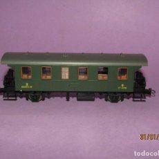 Trenes Escala: ANTIGUO COCHE DE VIAJEROS RENFE 3ª CLASE CON BALCONCILLOS EN ESCALA *H0* REF. 44949 DE ROCO. Lote 192619460