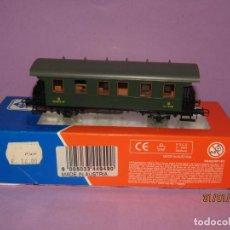 Trenes Escala: ANTIGUO COCHE DE VIAJEROS RENFE 3ª CLASE CON BALCONCILLOS EN ESCALA *H0* REF. 44949 DE ROCO. Lote 192619842