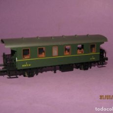 Trenes Escala: ANTIGUO COCHE DE VIAJEROS RENFE 1ª CLASE CON BALCONCILLOS EN ESCALA *H0* REF. 44947 DE ROCO. Lote 192620046