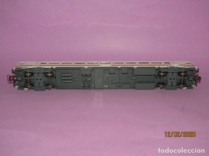 Trenes Escala: Coche 2ª Clase INTERCITY en Escala *H0* Ref. 45178 de ROCO - Foto 4 - 193928928