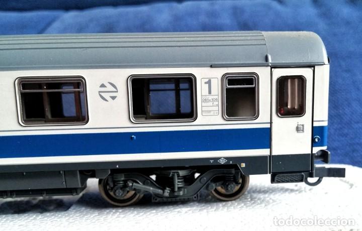 Trenes Escala: ROCO 45616 RENFE Coche pasajeros 10.000 1ª Clase. - Foto 6 - 201553038