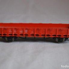 Trenes Escala: VAGÓN PLATAFORMA BORDE BAJO ROJO. ESC. H0. ROCO. ROMANJUGUETESYMAS.. Lote 204683581