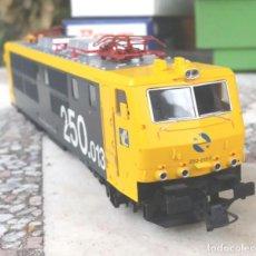 Trenes Escala: LOCOMOTORA ROCO SERIE 250. Lote 211391596