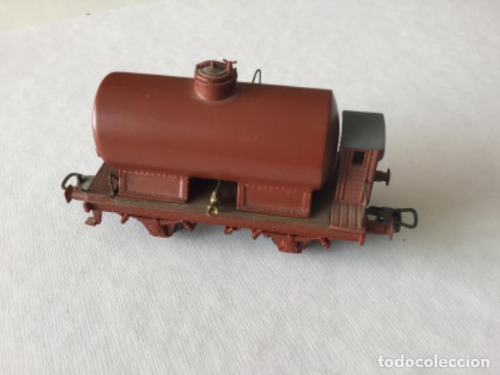 Trenes Escala: H0 Roco. Vagón cisterna con garita. Ref. 48039. Precioso, muy buen estado. - Foto 4 - 214723326