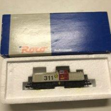 Trenes Escala: LOCOMOTORA ROCO RENFE 307 GRIS Y ROJA.. Lote 222686445