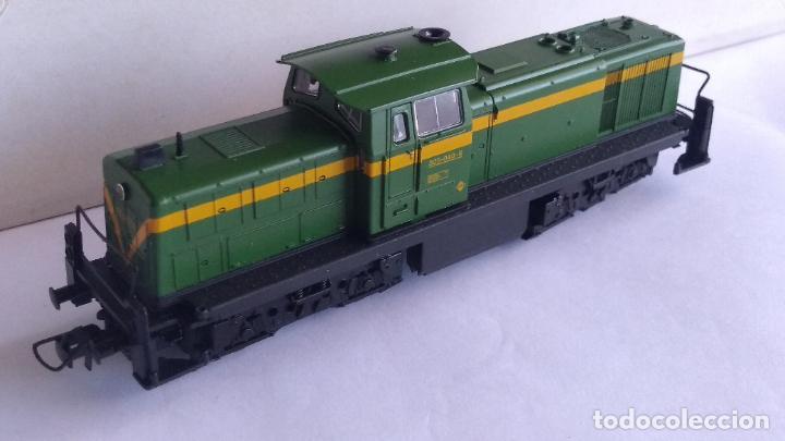 Trenes Escala: ROCO H0 LOCOMOTORA TRACTOR DE MANIOBRAS RENFE 305-040, EN CAJA. CON LUZ. FUNCIONA.CONTINUA - Foto 3 - 226135956
