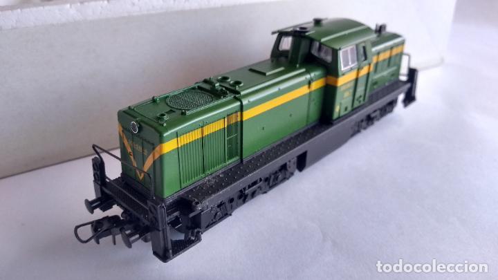Trenes Escala: ROCO H0 LOCOMOTORA TRACTOR DE MANIOBRAS RENFE 305-040, EN CAJA. CON LUZ. FUNCIONA.CONTINUA - Foto 4 - 226135956