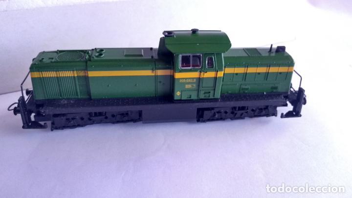 Trenes Escala: ROCO H0 LOCOMOTORA TRACTOR DE MANIOBRAS RENFE 305-040, EN CAJA. CON LUZ. FUNCIONA.CONTINUA - Foto 5 - 226135956