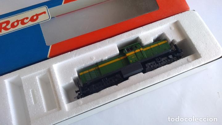 Trenes Escala: ROCO H0 LOCOMOTORA TRACTOR DE MANIOBRAS RENFE 305-040, EN CAJA. CON LUZ. FUNCIONA.CONTINUA - Foto 6 - 226135956