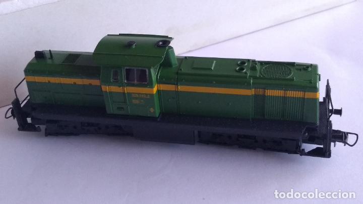 Trenes Escala: ROCO H0 LOCOMOTORA TRACTOR DE MANIOBRAS RENFE 305-040, EN CAJA. CON LUZ. FUNCIONA.CONTINUA - Foto 7 - 226135956