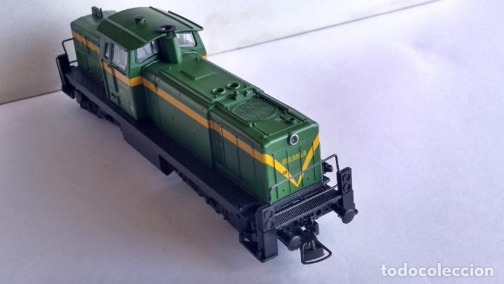 Trenes Escala: ROCO H0 LOCOMOTORA TRACTOR DE MANIOBRAS RENFE 305-040, EN CAJA. CON LUZ. FUNCIONA.CONTINUA - Foto 8 - 226135956