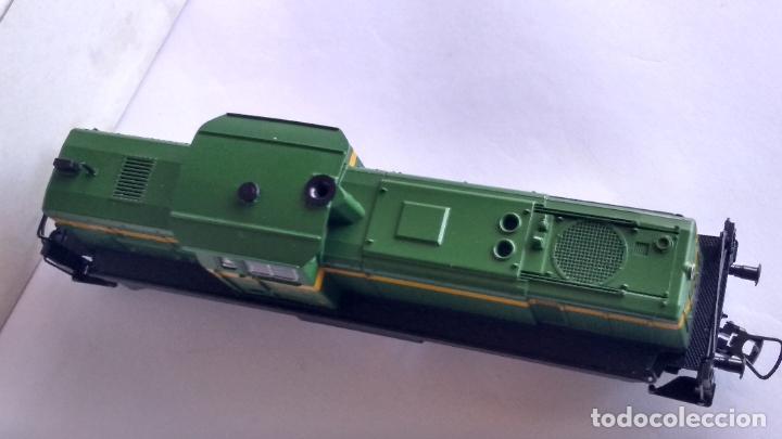 Trenes Escala: ROCO H0 LOCOMOTORA TRACTOR DE MANIOBRAS RENFE 305-040, EN CAJA. CON LUZ. FUNCIONA.CONTINUA - Foto 10 - 226135956